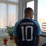 Fan de Mark Lenders de espalda